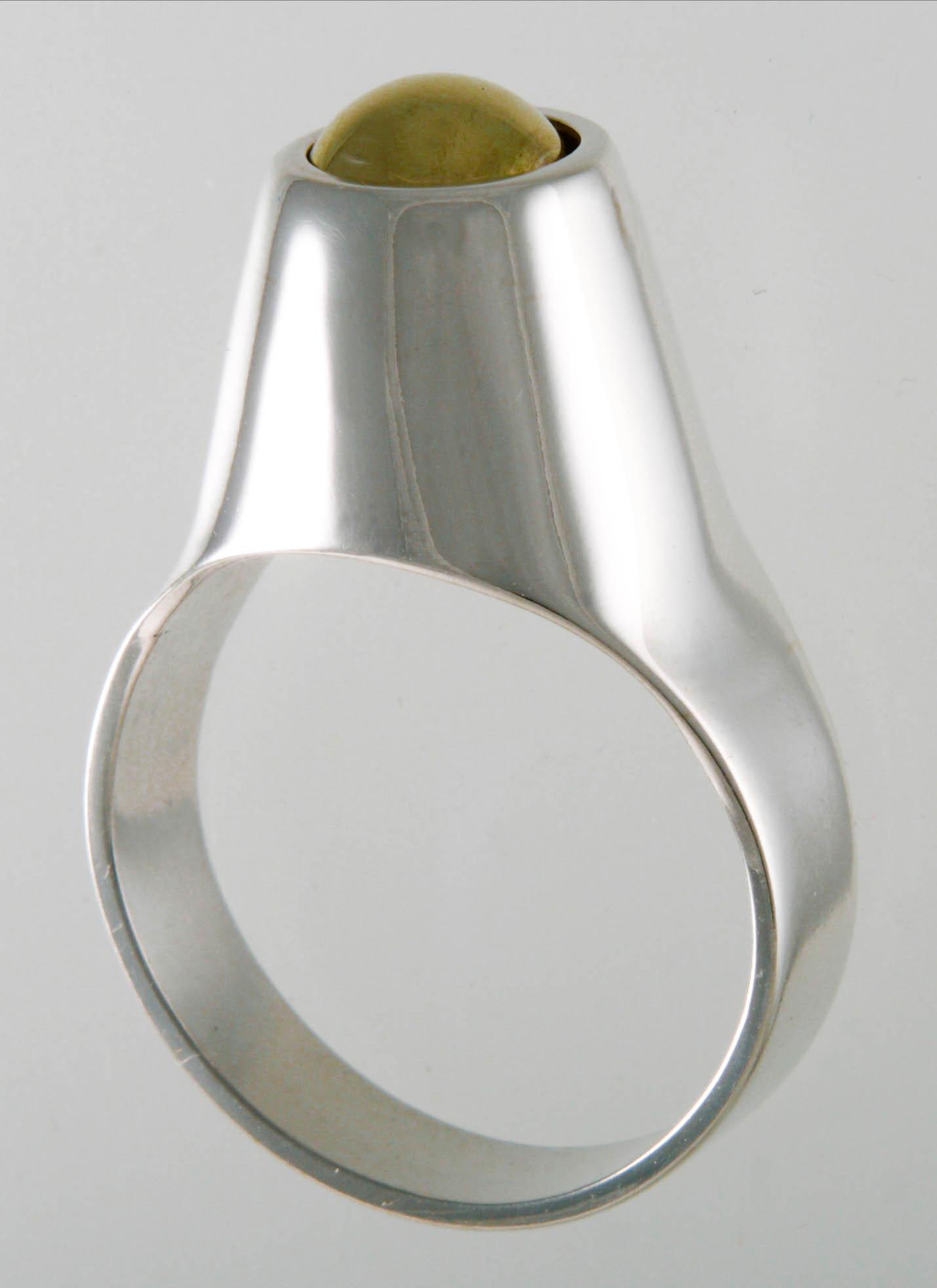 Zilver met draaiende gouden bal